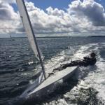 Justin Barth hart am Wind in der Kieler Förde