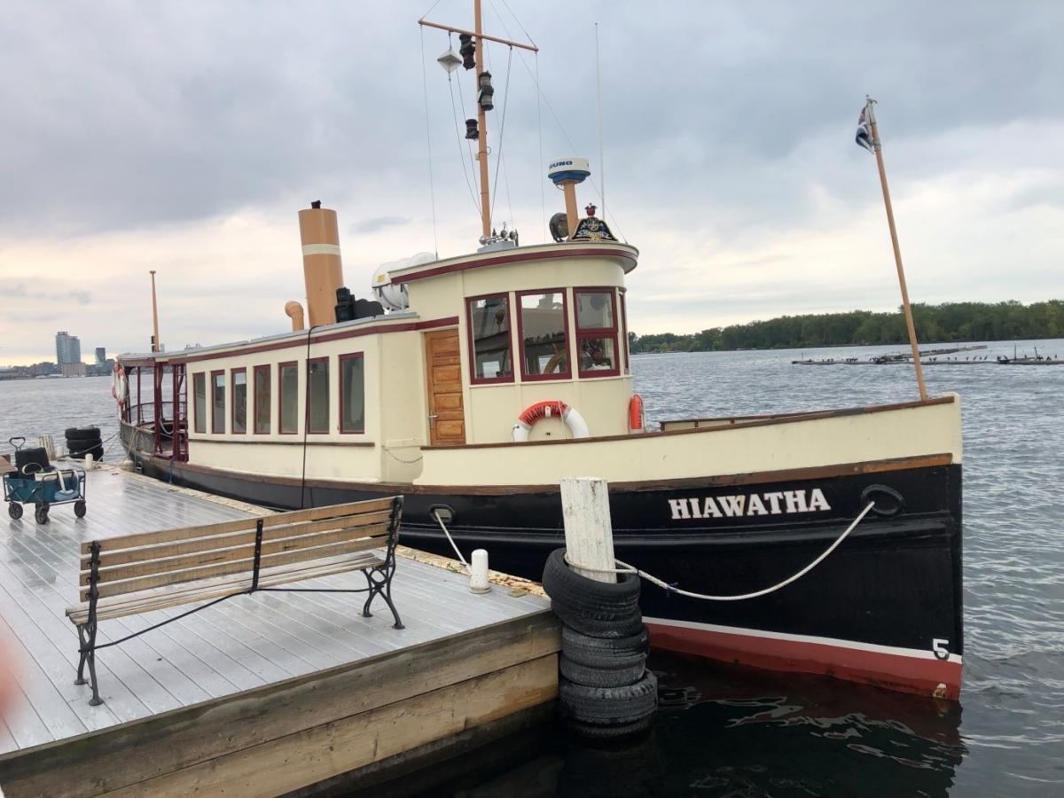 Der Club wird erreicht mit den clubeigenen Launches, hier die Hiawatha.